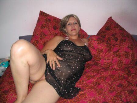 Femme coquine docile pour amant directif