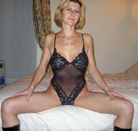 Femme cougar sexy célibataire qui souhaite du sérieux