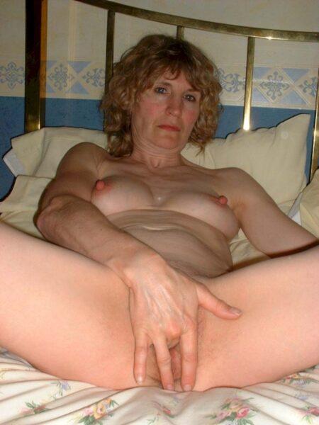 Femme mature coquine dominatrice pour homme qui obéit